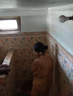 Bhabhi bathing record In Hidden Cam