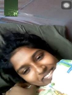 Sexy lankan Wife Showing Boobs