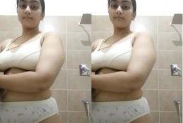 Sexy Desi Girl Fingerring1
