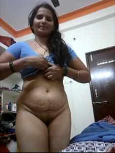 Desi Aunty making selfie for BF