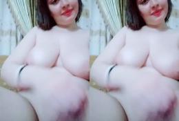 Super horny paki babe fingering