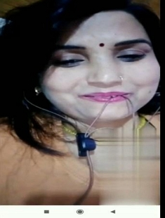 Sexy Desi Bhabhi Showing Her Boobs and Pussy On Video Call New Leaked MMS