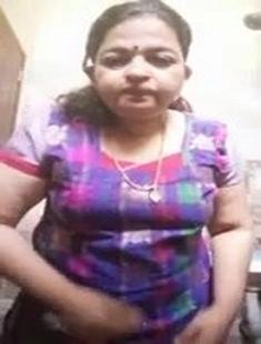 Mallu Bhabhi Showing Boobs and Pussy