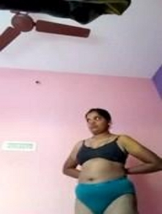 Mallu Bhabhi Wearing Saree Self Recorded
