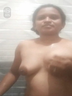 Desi Bhabhi Bathing