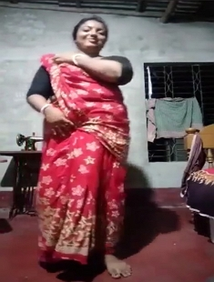 Unsatisfied Boudi Removing Saree And fingering