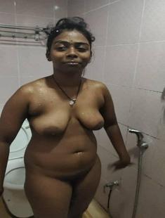 Tamil Girl Blowjob And Bathing 2Clip