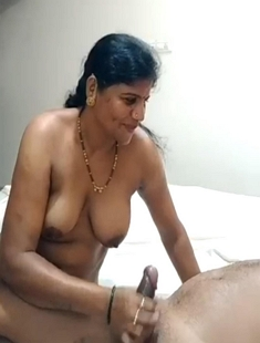 DESI MATURE AUNTY HANDJOB VIDEO