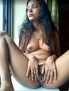 Hot Sexy Desi Showing Nude Body