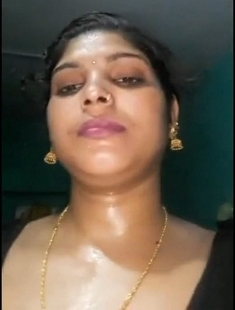 Sexy Desi Bhabhi Showing her Nude Body