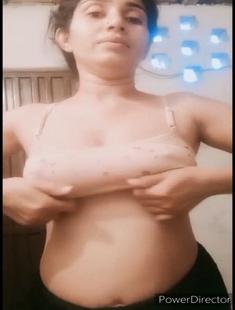 Sexy Paki Girl Showing Boobs 5