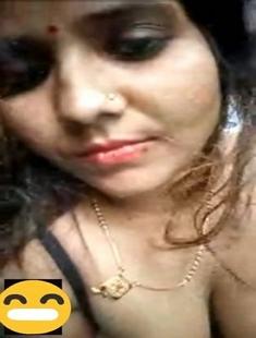 Desi Village Bhabhi Showing Her Pussy