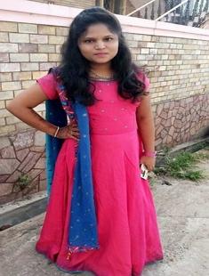 Cute Lankan Girl Showing Boobs