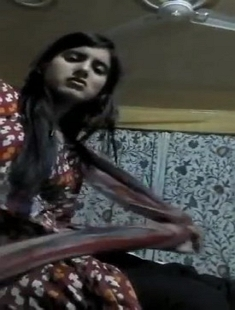 Kashmir Gf Showing Boobs On Vc